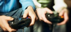 Know about the advantages and disadvantages of video games